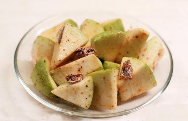 Ổi dầm xí muội món ăn vặt hấp dẫn chỉ trong vòng 5 phút