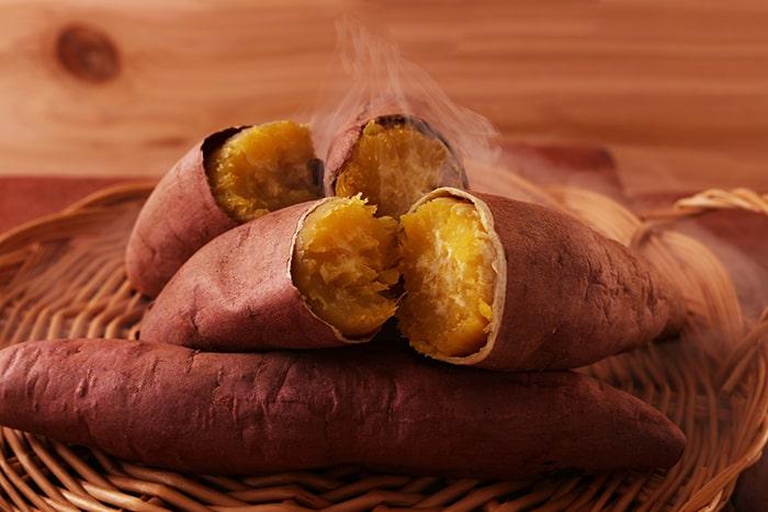 Không nên ăn khoai lang lúc đói sẽ gay đầy hơi, khó chịu
