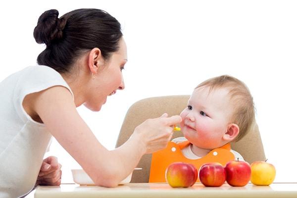 Cho trẻ ăn quả gì, ăn bao nhiêu là tốt nhất?