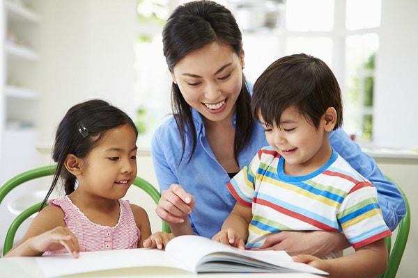 Phụ huynh nên hướng dẫn trẻ cách tự miêu tả bằng ngôn ngữ của mình