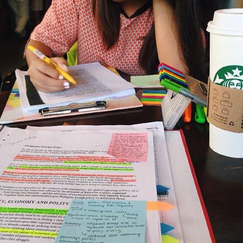 Tập trung cao độ khi học bài