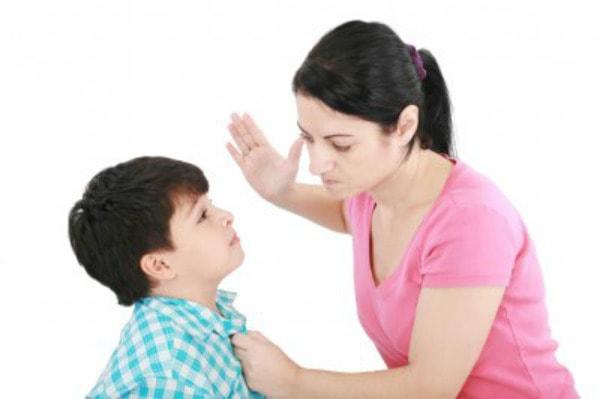 Hãy tha thứ cho những lỗi lầm đầu tiên trẻ mắc phải và đừng dùng bạo lực với con