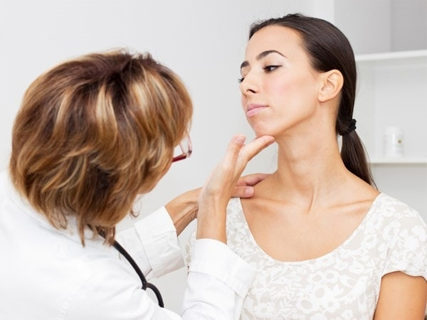 7 biểu hiện của bệnh suy tuyến giáp bạn cần nắm rõ 1
