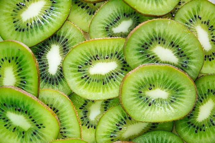 Chất xơ trong kiwi giúp giảm tình trạng táo bón ở bà bầu