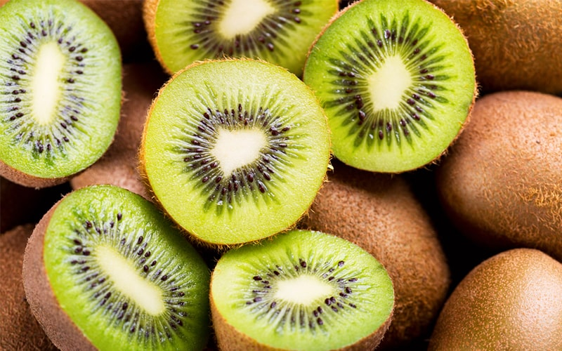 100gram Kiwi có chứa 70mg vitamin C