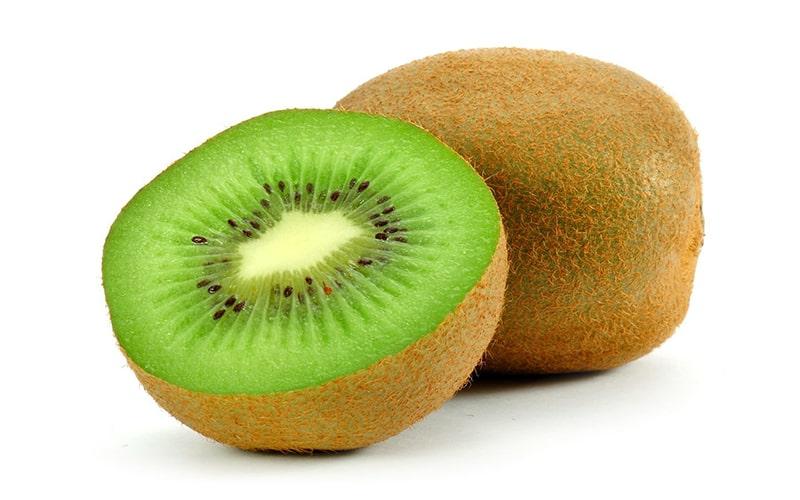 Bạn có thể bổ sung kiwi vào bữa ăn để cung cấp vitamin E cho cơ thể