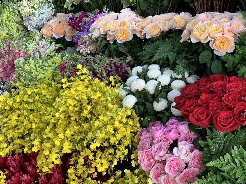 Bó hoa tươi được bó cẩn thận của cửa hàng hoa tươi Minh Châu